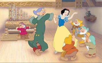 Disney_Princess_Snow_White's_Story_Illustraition